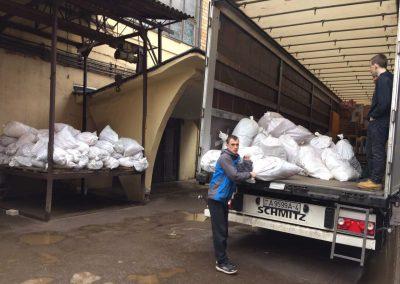 lorry-unloading-04